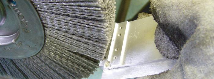 ブラシ加工によるバリ取りの基礎と事例