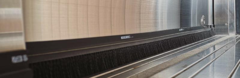 【施工事例】取り付け簡単!ブラシでドアの隙間を防いで防虫対策