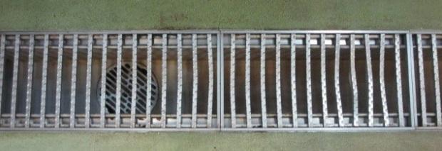 デッキブラシが排水溝の塗装を痛める原因?排水溝へのおすすめブラシ解説